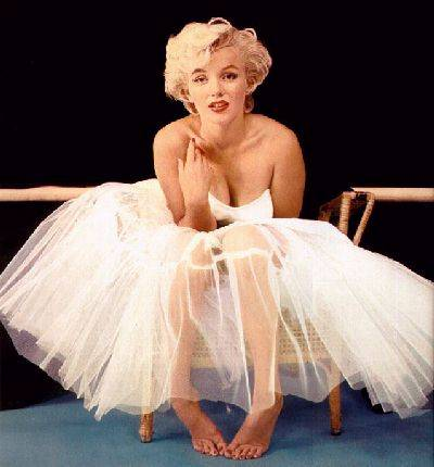 http://fashion1psychology.files.wordpress.com/2009/05/marilyn-monroe.jpg