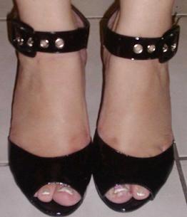 Black top and bottom,black wedge shoe
